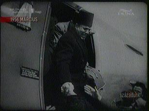 Al Habib Burgiba hazatér a száműzetésből, 1956-ban
