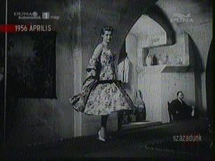 Divatbemutató egy francia kocsma boltívei alatt, 1956-ban