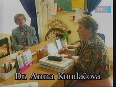 Dr. Anna Kondacová, tanár, Szlovák Általános Iskola, Óvoda és Diákotthon, Szarvas; [jobbra]