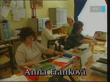 Anna Franková, tanár, Szlovák Általános Iskola, Óvoda és Diákotthon, Szarvas; [hátul balra]