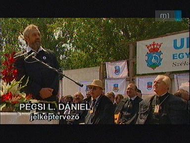 Pécsi L. Dániel, jelképtervező [balra]