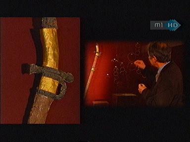Aranylemezzel bevont markolatú szablya. Régészeti lelet az ún. fejedelmi sírból