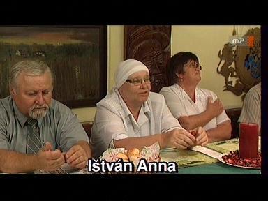 István Anna [középen]