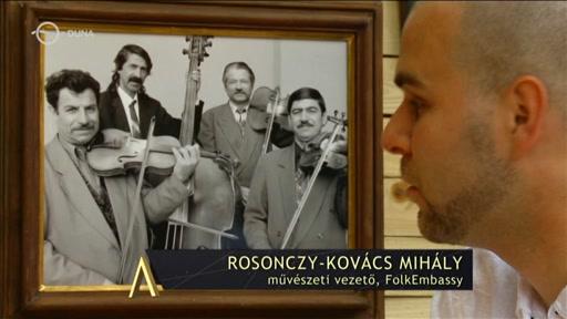 Rosonczy-Kovács Mihály, művészeti vezető, FolkEmbassy [jobbra, előtérben]